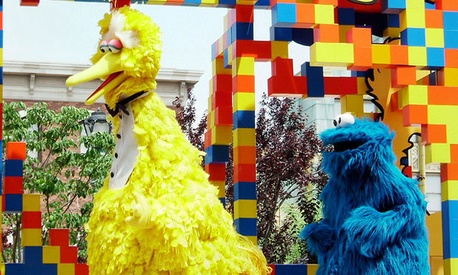 Big Bird and his colleague Cookie Monster visited Japan in 2005.