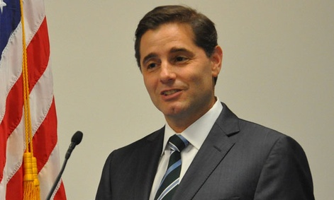 "FCC Chairman Julius Genachowski said he wanted to make sure ""this agreement was effective for consumers. """