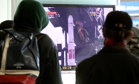 South Koreans watch a TV news program about North Korea&#39;s rocket launch plans at Seoul Railway Station in Seoul, South Korea.