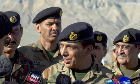 Pakistan&#39;s army chief Gen. Ashfaq Parvez Kayani, center, speaks with reporters in 2012.