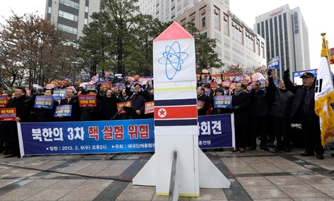 Anti-North Korea protesters shout slogans during a rally denouncing North Korea&#39;s possible third round of nuclear test in Seoul, South Korea.