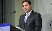 According to sources, Julius Genachowski will announce his resignation on Friday
