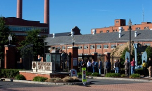 Navy Yard employees line up to get into the facility two days after the shooting.