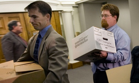 FBI agents removed boxes from the Office of the Special Counsel Scott Bloch in downtown Washington after a subpoena search of Bloch's office in 2008.
