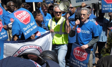 APWU President Mark Dimondstein led the protest.