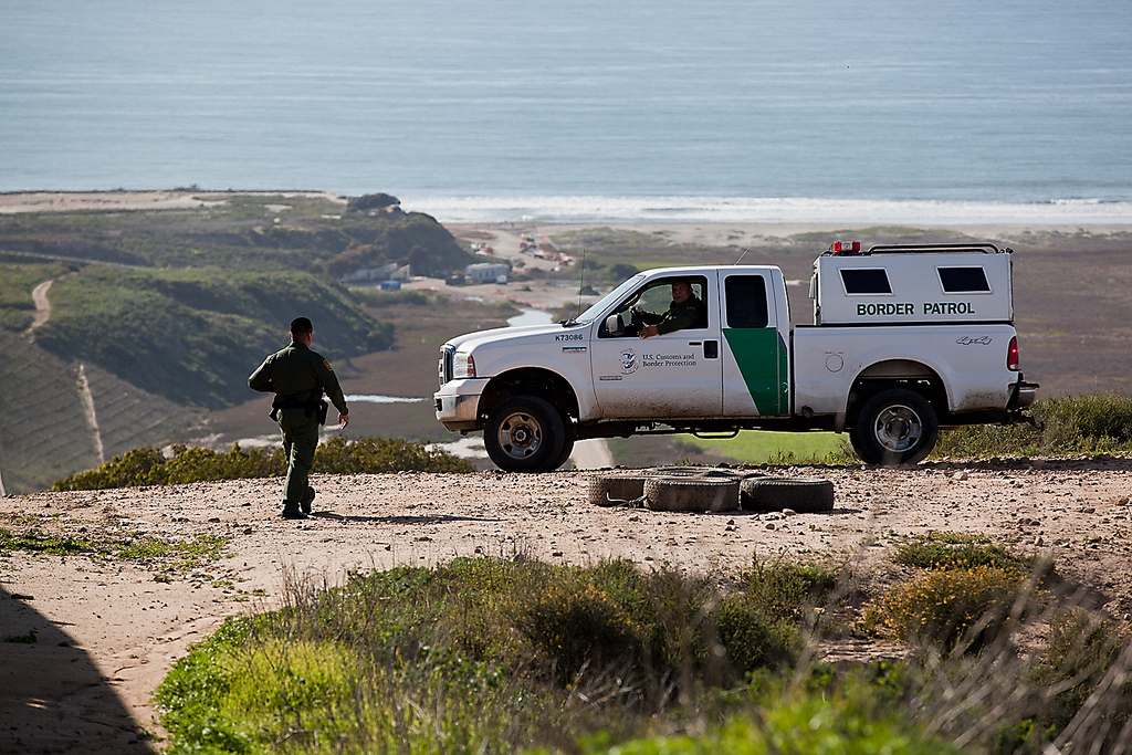 Customs And Border Protection To Hire 2 000 Defense