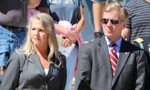 Governor Bob McDonnell and First Lady Maureen McDonnell participate in a wreath ceremony at the Tomb of the Unknowns Sept. 24.