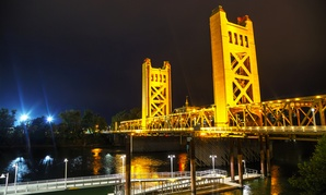 The Tower Bridge links Sacramento with West Sacramento.