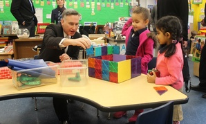 King County Executive Dow Constatine visits an elementary school in Seattle.