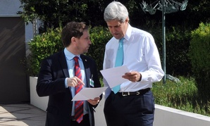 John Kerry speaks with Deputy Chief of Staff Jon Finer in Geneva in 2014.