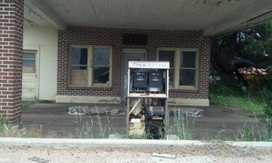 An abandoned gas station in Roscoe, Nebraska