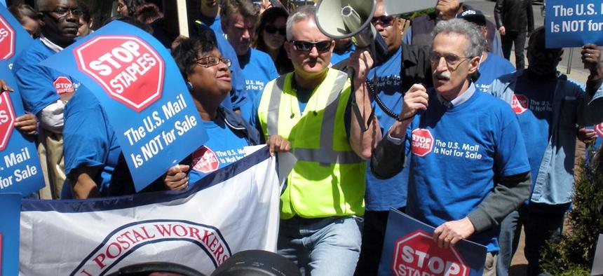 APWU President Mark Dimondstein led the protest.