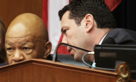 Reps. Elijah Cummings, D-Md., (left) and Jason Chaffetz, R-Utah, introduced the bill.