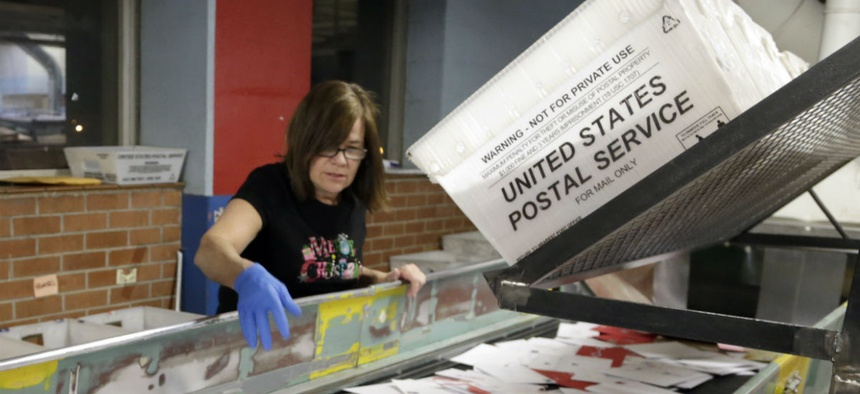 USPS Offers Early Retirement to 26,000 Employees