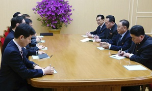 Kim Yong Chol, vice chairman of North Korea's ruling Workers' Party Central Committee, second from right, talks with the South Korean delegation in Pyongyang, North Korea, on Monday.