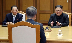 Kim Yong Chol, left, and Kim Jong-un meet with South Korean President Moon Jae-in on May 27.