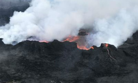 An aerial view of one of the fissures in the Kīlauea Volcano eruption.