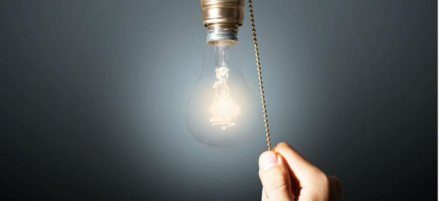 Tắt các thiết bị điện không cần thiết trong nhà